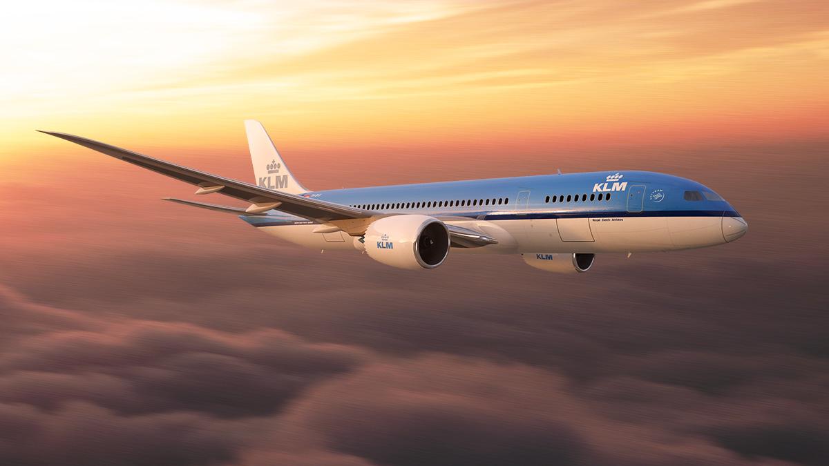 Latam przeważnie liniami KLM, których jestem ambasadorem. To świetny wybór, jeśli liczysz raczej relację kosztu do korzyści niż minimalizujesz budżet a wszelką cenę.